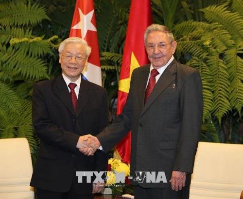 Bí thư Thứ nhất Ban chấp hành Trung ương Đảng Cộng sản Cuba, Chủ tịch Hội đồng Nhà nước và Hội đồng Bộ trưởng Cộng hòa Cuba Raul Castro Ruz đón Tổng Bí thư Nguyễn Phú Trọng.