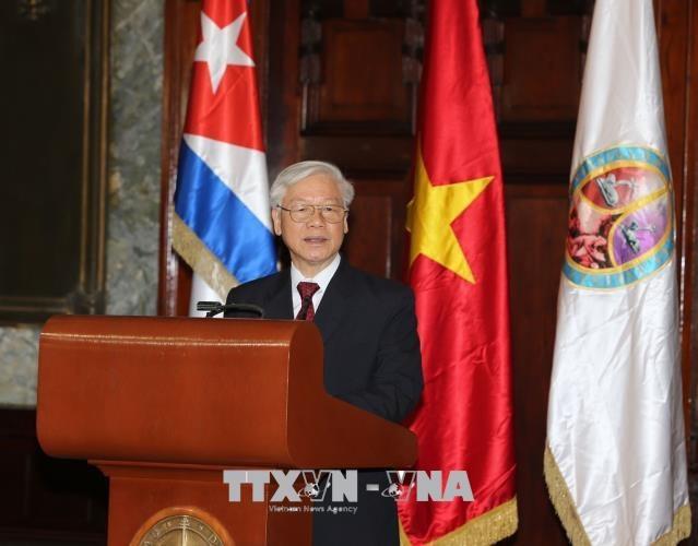 Tổng Bí thư Nguyễn Phú Trọng dự bế mạc cuộc gặp thế hệ trẻ Việt Nam- Cuba và trao Huân chương Hữu nghị cho các cựu chuyên gia quân sự Cuba.
