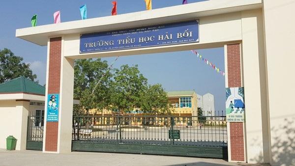 UBND huyện Đông Anh đã có báo cáo không trung thực lên UBND Thành phố Hà Nội và trong báo cáo này cho biết Hiệu trưởng trường tiểu học Hải Bối chỉ bị kiểm điểm, rút kinh nghiệm bất chấp trước đó bị buộc trả lại cho phụ huynh hơn 1 tỷ đồng.