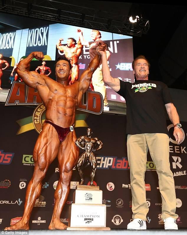 """Arnold Schwarzenegger đã xuất hiện để trao cúp chiến thắng tại sự kiện dành cho giới luyện tập thể hình vào ngày 18/3 vừa qua tại Melbourne, Úc. Sự kiện này được đặt theo tên ông - """"Arnold Amateur Bodybuilding""""."""