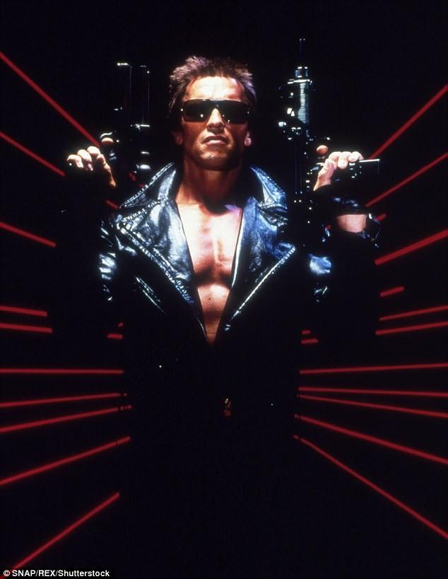 """Arnold Schwarzenegger trở thành tài tử nổi danh sau khi xuất hiện trong bộ phim bom tấn của đạo diễn James Cameron - """"The Terminator"""" (Kẻ hủy diệt - 1984)."""