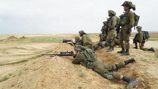 Lính bắn tỉa Israel vào vị trí. Ảnh: IDF