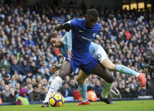 Chelsea (áo xanh) thua 4/5 trận gần nhất ở Premier League