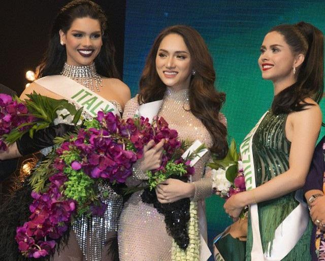 Người đẹp chuyển giới Việt Nam Hương Giang đã xuất sắc vượt qua nhiều ứng cử viên nặng ký giành giải Tài năng tại cuộc thi Hoa hậu Chuyển giới Quốc tế 2018.