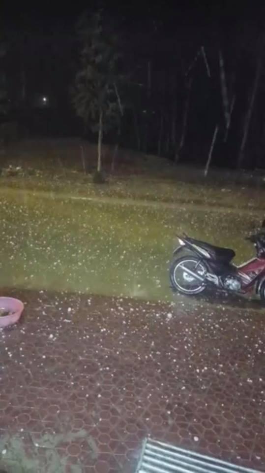 Mưa đá bất ngờ xuất hiện ở Lào Cai - 2