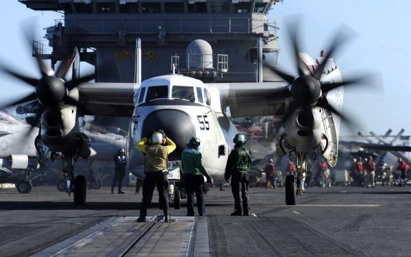 Trong khoảng thời gian triển khai phổ biến 6 tháng của tàu sân bay, hai máy bay vận tải C-2A sẽ thực hiện khoảng 1.000 giờ bay, vận chuyển khoảng 5.000 lượt người và khoảng 400 tấn hàng hóa.