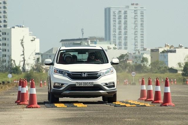 """Honda CR-V tiên phong với mức giá """"sốc"""" 958 triệu đồng - 1"""