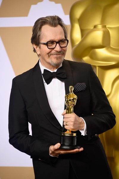 Gary Oldman giành giải với vai nam chính trong phim Darkest Hour là 1 kết quả không nằm ngoài dự đoán của nhiều người