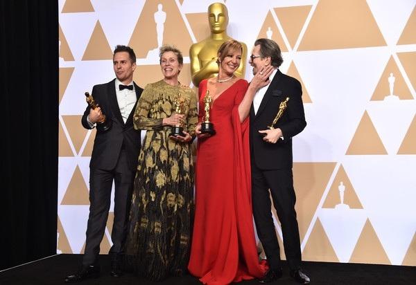 Allison Janney, Gary Oldman, Frances McDormand, Sam Rockwell rạng rỡ bên tượng vàng