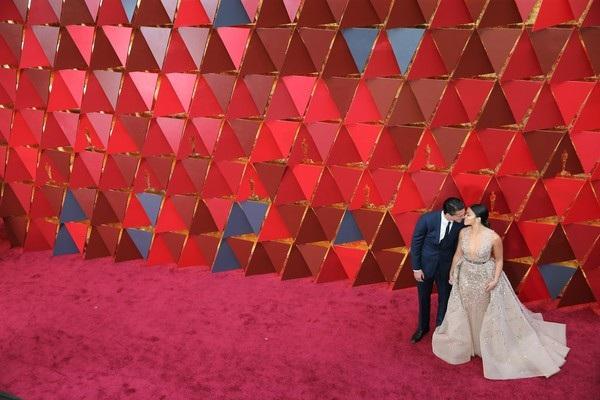 Gina Rodriguez hạnh phúc bên bạn trai Joe LoCicero