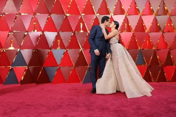 Người đẹp dập dìu khoe dáng trên thảm đỏ Oscar - 21
