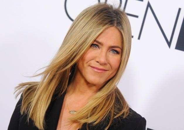 Jennifer Aniston nhận được sự động viên, ủng hộ của bạn bè sau quyết định ly dị Justin Theroux.