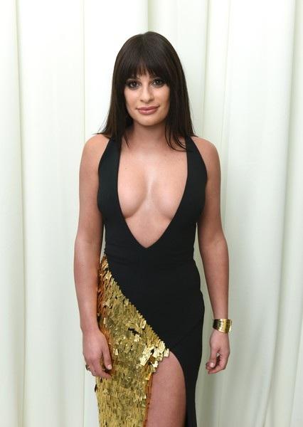 Diễn viên Lea Michele diện váy khoét sâu táo bạo