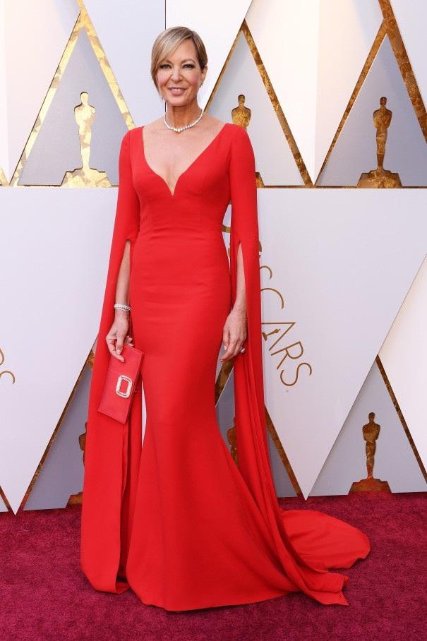 Allison Janney nhận giải Nữ diễn viên phụ xuất sắc nhất tại Oscar 2018.
