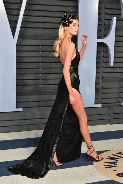 Người đẹp còn là bạn gái nữ diễn viên Kristen Stewart