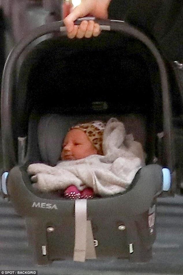 Bé gái Gio Grace sinh ngày 15/2/2018 là con gái thứ 2 của cặp đôi Behati Prinsloo - Adam Levine
