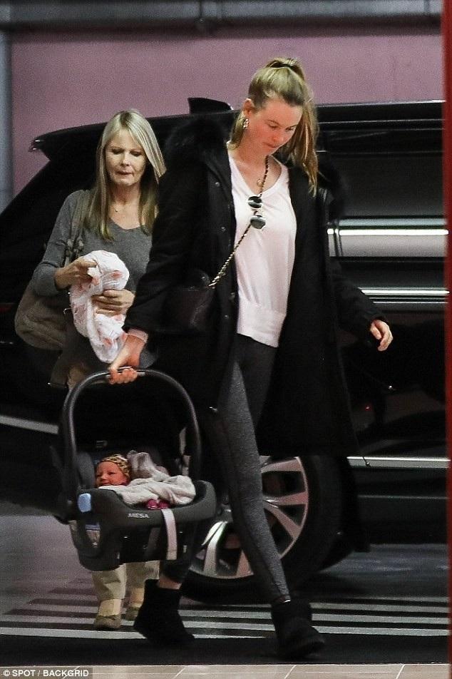 Prinsloo sinh con gái đầu lòng vào tháng 9/2016 và sinh tiếp con gái thứ 2 vào tháng 2/2018 vì cô và chồng muốn có nhiều con