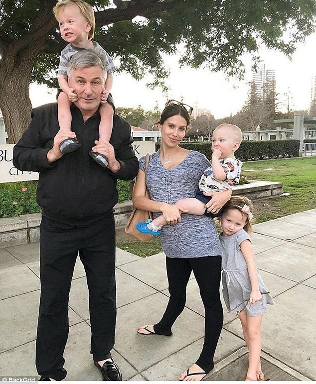 Hilaria và Alec Baldwin đã có với nhau một cô con gái 4 tuổi, một cậu con trai 2 tuổi và một cậu con trai 1 tuổi.