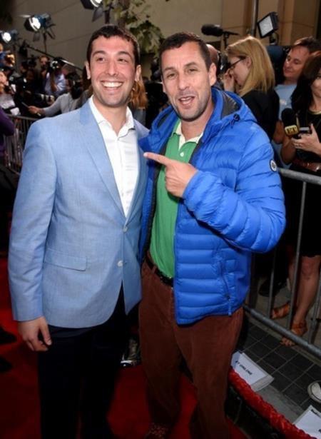 """Chính Adam Sandler là người ngỏ lời muốn chụp hình cùng với """"người anh em thất lạc"""""""
