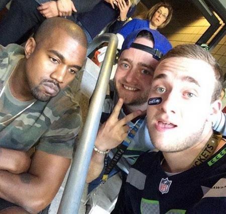 Một bức hình mà hai cảm xúc trái ngược khi fans thì hạnh phúc còn Kanye West lại buồn thiu