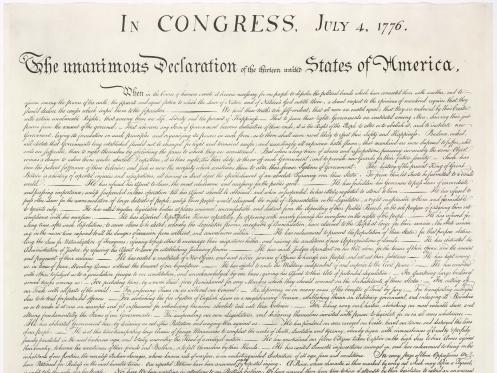 Năm 1989, một nhà phân tích tài chính ở Pennsylvania, Mỹ đã bỏ ra 4 USD mua một bức tranh ở một phiên chợ đồ cũ. Tuy nhiên, điều ông không thể ngờ tới là đằng sau bức tranh đó là một bản sao của bản Tuyên Ngôn Độc Lập của Mỹ. Theo MSN News, đây là 1 trong 500 bản in đầu tiên của văn bản này vào năm 1776. Nhà bán đấu giá Sothebys đã bán nó năm 1991 với giá 2,42 triệu USD, một con số cao kỉ lục vào thời điểm bấy giờ. (Ảnh: Youtube)