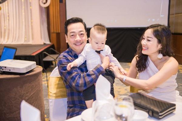 Ông trùm Phan Quân - NSND Hoàng Dũng đã tới chung vui cùng gia đình diễn viên Việt Anh.