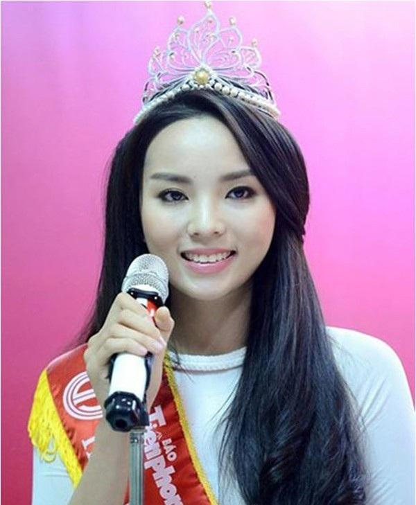 Đây là hình ảnh của Kỳ Duyên ngày đăng quang Hoa hậu Việt Nam năm 2014