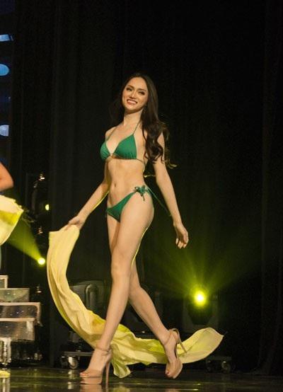 Hương Giang trình diễn điêu luyện trong phần thi bikini - 1