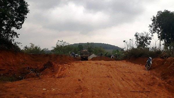 Thêm hai điểm khai thác đất trái phép nữa trên địa bàn thôn 14, xã Xuân Du
