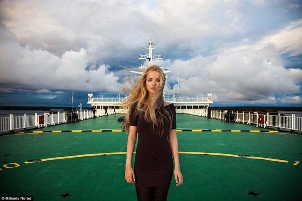 Cô gái mà Noroc gặp khi đi trên tàu ở biển Baltic