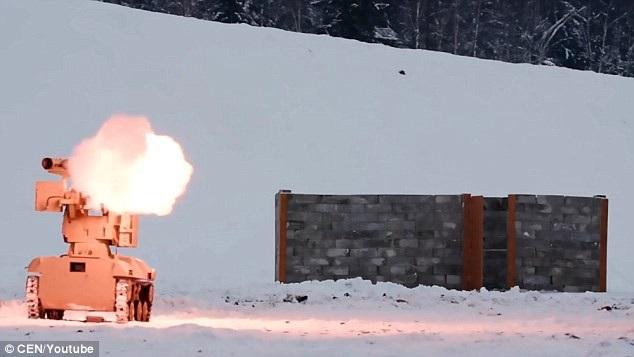 Nhà sản xuất vũ khí Kalashnikov Concern mới đây đã công bố đoạn video về mẫu xe tăng không người lái của Nga có tên gọi Soratnik - phương tiện tác chiến tự động được thiết kế để đối phó với sức mạnh từ hỏa lực đối phương. (Ảnh: CEN)
