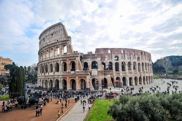 Chứng tích bi hùng của đế chế La mã cổ đại như vẫn còn vọng vang tiếng hò reo của biết bao Gladiator (đấu sĩ) đã phải đổ máu cho một thú chơi hoang dại và bạo liệt của các Caesar.