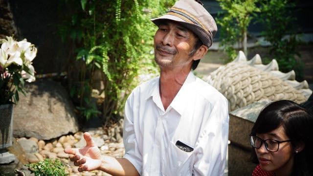 Ông Vũ Mạnh Hải – người hâm mộ cố nhạc sĩ Trịnh Công Sơn, suốt 17 năm kể từ ngày nhạc sĩ ra đi ông đều đến viếng, không chỉ vậy ông còn nuôi dưỡng ngọn lửa tình cảm đó đến với khán giả trẻ khác. Ông cho biết, không chỉ đến giỗ mà mỗi khi có chuyện buồn trong lòng ông đều đến đây.