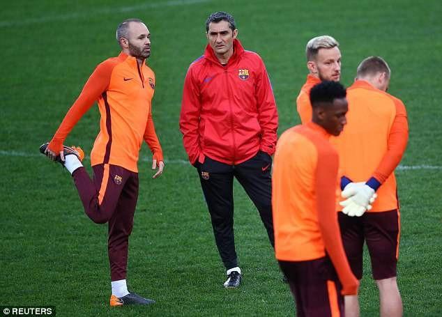 HLV Valverde và đội trưởng Iniesta tự tin trong buổi tập cuối cùng ở sân Olympico