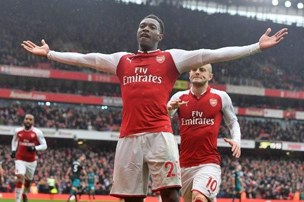 Danny Welbeck đặt dấu giày vào cả 3 bàn thắng của Arsenal trước Southampton