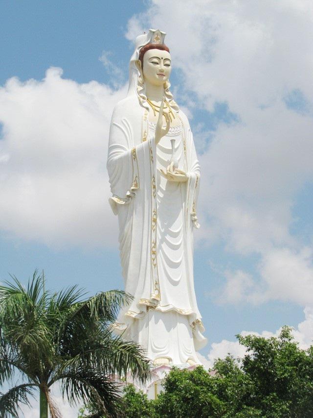 ... hay Chùa Hưng Thiện, nơi có tượng Phật Quan Âm được xem là cao nhất ĐBSCL hiện nay.