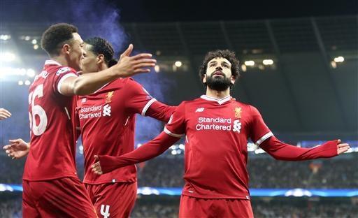 Salah (phải) rất có duyên với mành lưới của Man City, anh ghi ba bàn trong ba trận liên tiếp gần nhất vào lưới của Man City