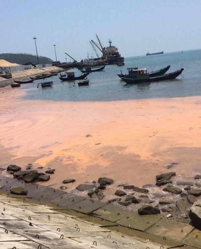 Hiện tượng dải nước màu đỏ xuất hiện tại cảng Hòn La sáng ngày 10/4