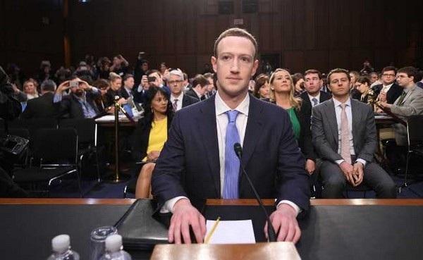 """CEO Mark Zuckerberg đã chính thức trả lời về """"thuyết âm mưu"""" nhằm Facebook trong nhiều năm qua"""