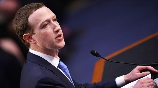 Mark Zuckerberg giữ thái độ hối lỗi, nhận sai trước những ý kiến chỉ trích từ Hạ viện Mỹ.