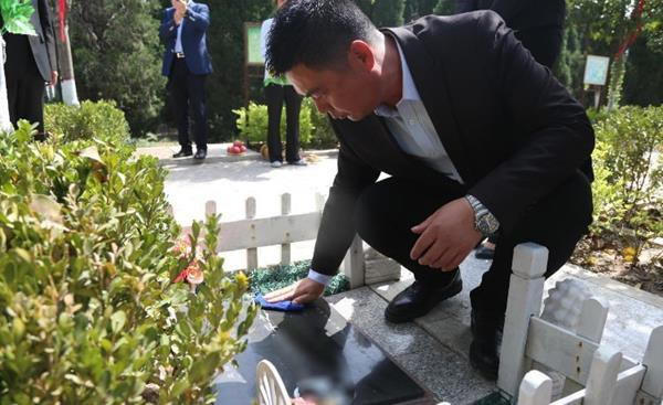 Trung Quốc: Đi tảo mộ 30 phút, check-in tại nghĩa trang, đút túi ngay cả triệu mỗi ngày - 4