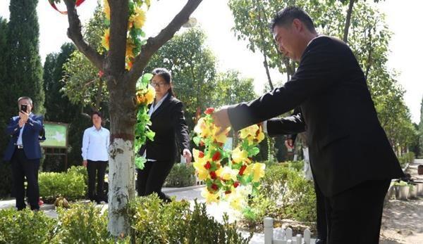 Trung Quốc: Đi tảo mộ 30 phút, check-in tại nghĩa trang, đút túi ngay cả triệu mỗi ngày - 5