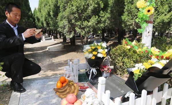 Trung Quốc: Đi tảo mộ 30 phút, check-in tại nghĩa trang, đút túi ngay cả triệu mỗi ngày - 6