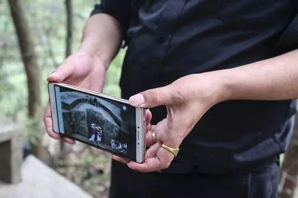 Trung Quốc: Đi tảo mộ 30 phút, check-in tại nghĩa trang, đút túi ngay cả triệu mỗi ngày - 3