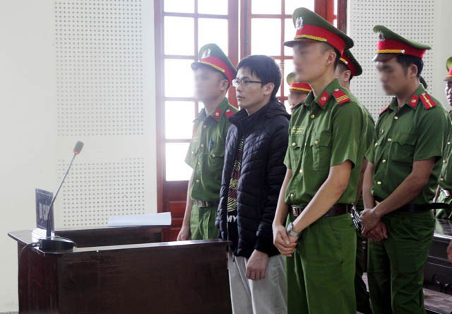 Nguyễn Viết Dũng nghe HĐXX tuyên án
