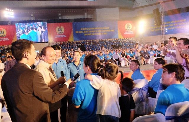 Thủ tưởng gặp gỡ công nhân lao động tại Đà Nẵng, tháng 4/2017.