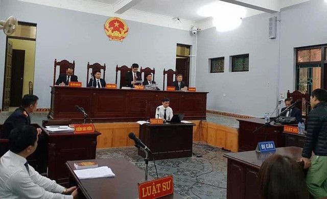 Phiên tòa xét xử sơ thẩm vụ án với bị cáo Đỗ Văn Chung với thẩm phán, Chủ tọa phiên tòa là ông Nguyễn Đồng Dực.