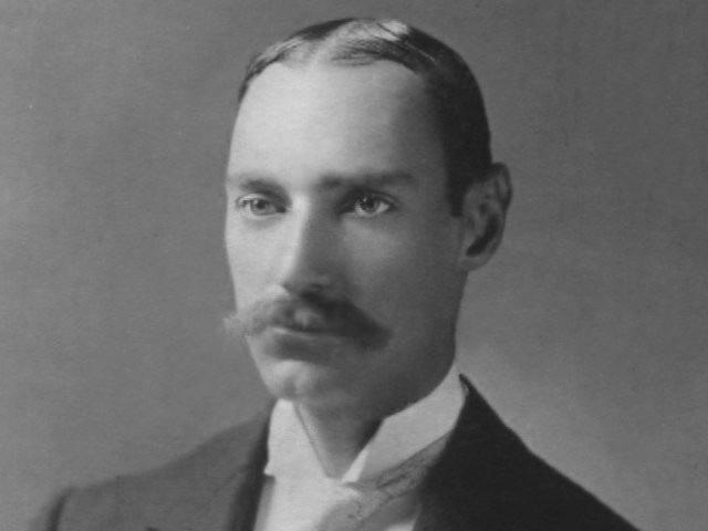 Người giàu có nhất trên tàu Titanic là doanh nhân người Mỹ John Jacob Astor IV.