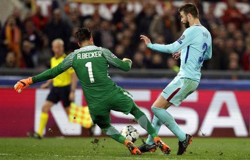 Thủ thành Alisson chơi xuất sắc trong trận đấu với Barcelona với nhiều pha ra vào hợp lý
