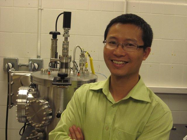TS. Phan Mạnh Hưởng – Cựu sinh viên của ĐHQGHN và đang Phó giáo sư của Đại học South Florida (Hoa Kỳ).